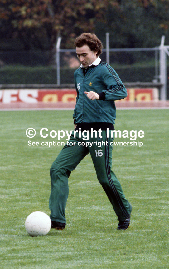 Martin O'Neill, footballer, Nottingham Forest FC & N Ireland, November 1980, 198011000358d..Copyright Image from Victor Patterson, 54 Dorchester Park, Belfast, UK, BT9 6RJ..Tel: +44 28 9066 1296.Mob: +44 7802 353836.Voicemail +44 20 8816 7153.Skype: victorpattersonbelfast.Email: victorpatterson@mac.com.Email: victorpatterson@ireland.com (back-up)..IMPORTANT: If you wish to use this image or any other of my images please go to www.victorpatterson.com and click on the Terms & Conditions. Then contact me by email or phone with the reference number(s) of the image(s) concerned.