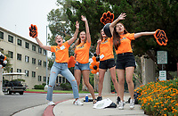 Incoming first-years and their families are welcomed by O-Team members and the community at the start of Occidental College's Fall Orientation for the class of 2021, Aug. 24, 2017.<br /> (Photo by Marc Campos, Occidental College Photographer)