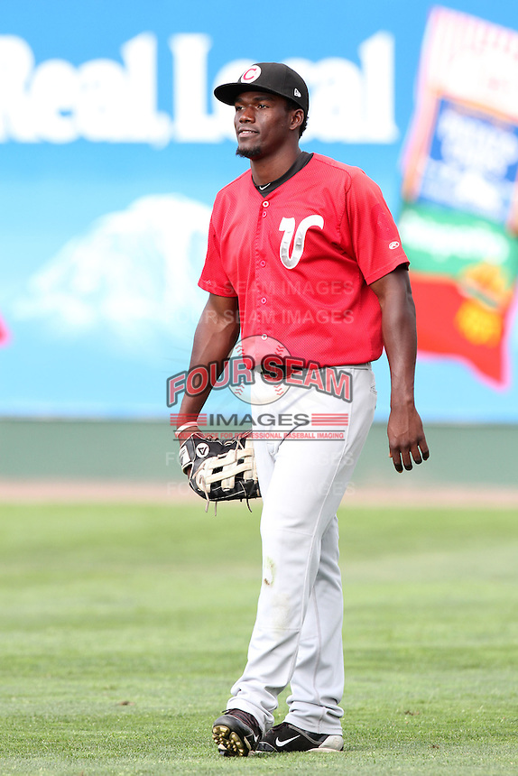 Vancouver Canadians outfielder Yeico Aponte #17 before game against the Everett Aquasox at Everett Memorial Stadium on August 8, 2011 in Everett,Washington. Everett defeated Vancouver 5-1.(Larry Goren/Four Seam Images)