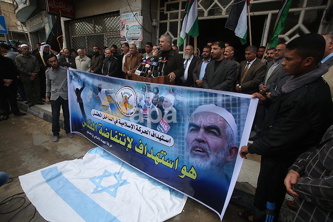 Islamic Jihad leader Khaled al-Batsh speaks durng a protest to show solidarity with Al-Aqsa mosque and Palestinians in the West Bank occupied, in Gaza city on Nov. 18, 2015. Photo by Mohammed Asad