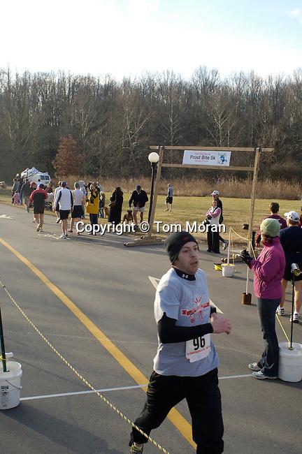 2009 FrostBite 5k, .Louisville, KY .Photo©Tom Moran