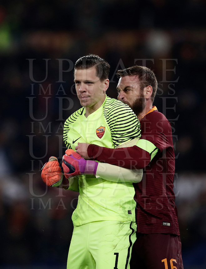 Calcio, Serie A: Roma vs Milan. Roma, stadio Olimpico, 12 dicembre 2016.<br /> Roma's goalkeeper Wojciech Szczesny, left, is hugged by teammate Daniele De Rossi after saving a penalty kicked by Milan's M'Baye Niang, not seen, during the Italian Serie A football match between Roma and AC Milan at Rome's Olympic stadium, 12 December 2016.<br /> UPDATE IMAGES PRESS/Isabella Bonotto