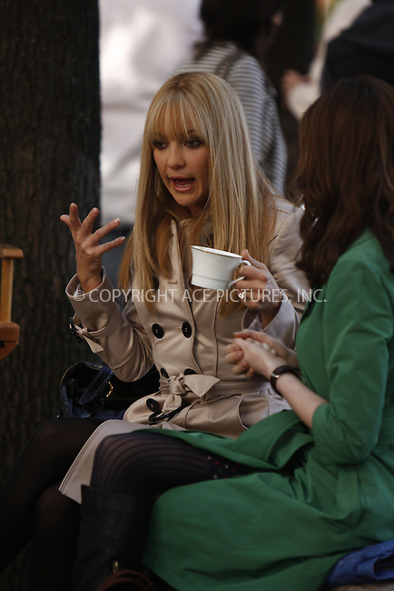 WWW.ACEPIXS.COM . . . . .  ....May 28, 2008. New York City.....Actresses Kate Hudson and Anne Hathaway on the set of 'Bride Wars' in midtown Manhattan.......Please byline: AJ Sokalner - ACEPIXS.COM.... *** ***..Ace Pictures, Inc:  ..Philip Vaughan (646) 769 0430..e-mail: info@acepixs.com..web: http://www.acepixs.com