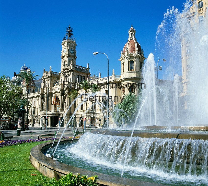 Spain, Costa del Azahar (Orange Blossom Coast), Valencia City: Fountain & Town Hall (Plaza Del Ayuntamiento) | Spanien, Costa del Azahar - Kueste der Orangenbluete, Valencia Stadt: Brunnen und Rathaus am Plaza Del Ayuntamiento