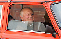 Sir David Jason begins filming Still Open All Hours Series 3