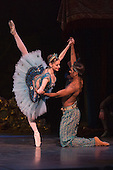 London, UK. 12 January 2016. Laurretta Summerscales as Medora and Junor Souza as Ali. The English National Ballet perform Le Corsaire staged by Anna-Marie Holmes after Marius Petipa and Konstantin Sergeyev at the London Coliseum. Performances run until 25 June 2016. Photo credit: Bettina Strenske