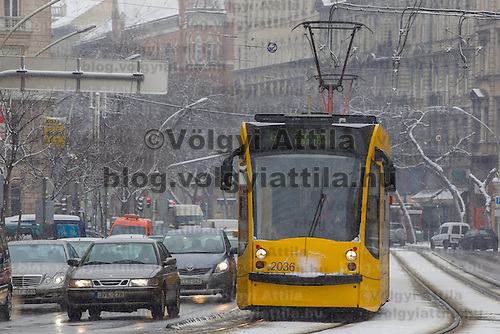 Traffic in the winter snowfall in Budapest, Hungary on February 17, 2012. ATTILA VOLGYI