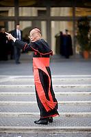 Continuano gli incontri dei cardinali per trovare l'accordo sulla data dell'inizio del Conclave che porterà all'elezione del nuovo Papa dopo le dimissioni di Benedetto XVI. Il cardinale Michael Michai Kitbunchu
