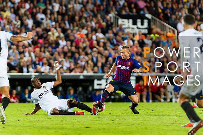 Geoffrey Kondogbia of Valencia CF (L) trips up with Arthur Melo of FC Barcelona (R) during their La Liga 2018-19 match between Valencia CF and FC Barcelona at Estadio de Mestalla on October 07 2018 in Valencia, Spain. Photo by Maria Jose Segovia Carmona / Power Sport Images
