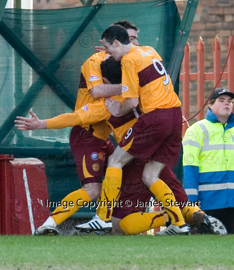 :: MOTHERWELL'S JOHN SUTTON IS CONGRATULATED AFTER HE SCORES THE FIRST ::