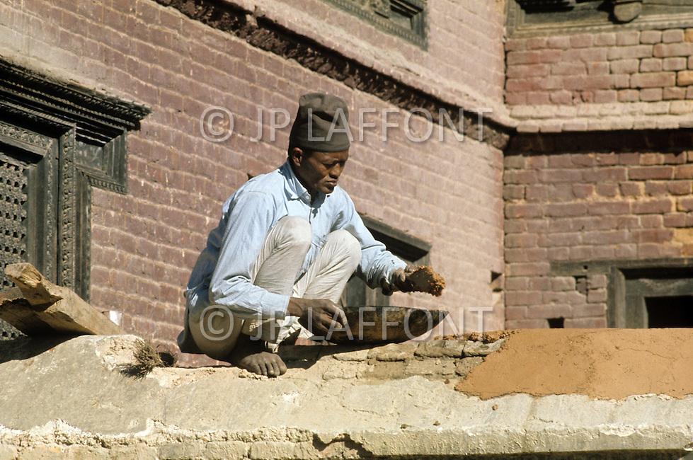 February 1975, Pokhara area, Nepal. Daily life. Street scene of construction worker.