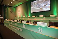 Podium des Präsidium im Plenarsaal