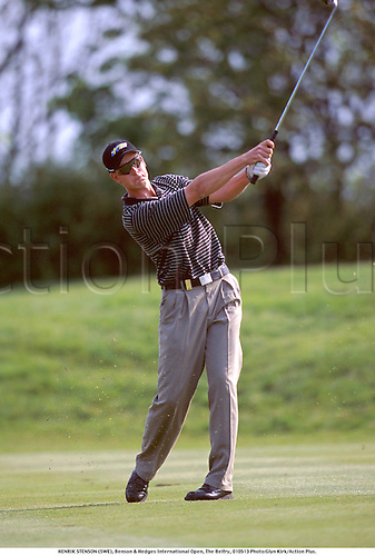 HENRIK STENSON (SWE), Benson & Hedges International Open, The Belfry, 010513. Photo:Glyn Kirk/Action Plus....2001.Golf.golfer golfers