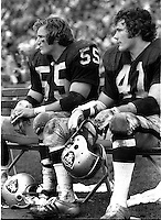 Oalland Raiders linebackers Dan Conners and Phil Villapiano (1972 photo by Ron Riesterer)