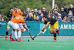 BLOEMENDAAL - Sebastian van der Graaf (Den Bosch) met links Manu Stockbroekx (Bldaal)    tijdens de hoofdklasse competitiewedstrijd hockey heren,  Bloemendaal-Den Bosch (2-1) COPYRIGHT KOEN SUYK