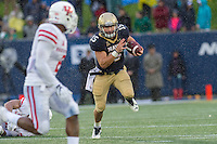 Annapolis, MD - OCT 8, 2016: Navy Midshipmen quarterback Will Worth (15) in action during game between Houston and Navy at Navy-Marine Corps Memorial Stadium Annapolis, MD. The Midshipmen upset #6 Houston 46-40. (Photo by Phil Peters/Media Images International)