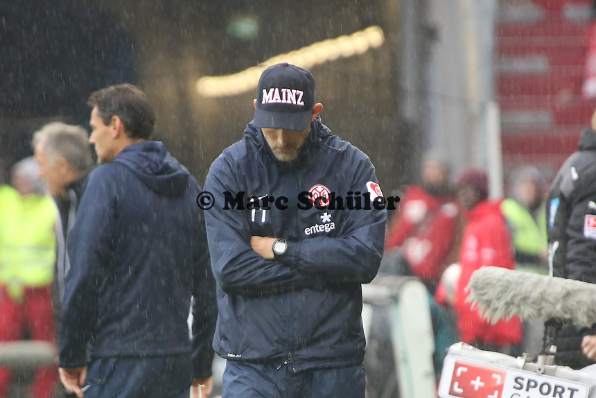 Trainer Thomas Tuchel (Mainz) frustrert im Regen - 1. FSV Mainz 05 vs. TSG 1899 Hoffenheim, Coface Arena, 8. Spieltag