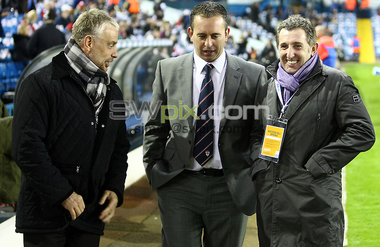 PICTURE BY VAUGHN RIDLEY/SWPIX.COM - Rugby League - Gillette 4 Nations Final 2011 - England v Australia - Elland Road, Leeds, England - 19/11/11 - Brian Noble, England Head Coach Steve McNamara and Jonathan Davies chat before the match.