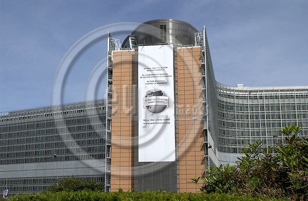 Brussels-Belgium - 16 June 2005---The 'White Band', a campaign for the ?Global Call to Action against Poverty?, 'wraps' the EU-Commission's Headquarters 'Berlaymont'---Photo: Horst Wagner/eup-images
