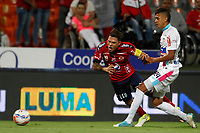MEDELLÍN - COLOMBIA, 18-10-2017: Juan F Quintero (Izq) jugador del Medellín disputa el balón con Victor Cantillo (Der) de Junior durante el partido entre Independiente Medellín y Atletico Junior por la final ida de la Copa Águila 2017 jugado en el estadio Atanasio Girardot de la ciudad de Medellín. / Juan F Quintero (L) player of Medellin vies for the ball with Victor Cantillo (R) player of Junior during first leg match between Independiente Medellin and Atletico Junior for the final of the Aguila Cup 2017 played at Atanasio Girardot stadium in Medellin city. Photo: VizzorImage/ León Monsalve / Cont