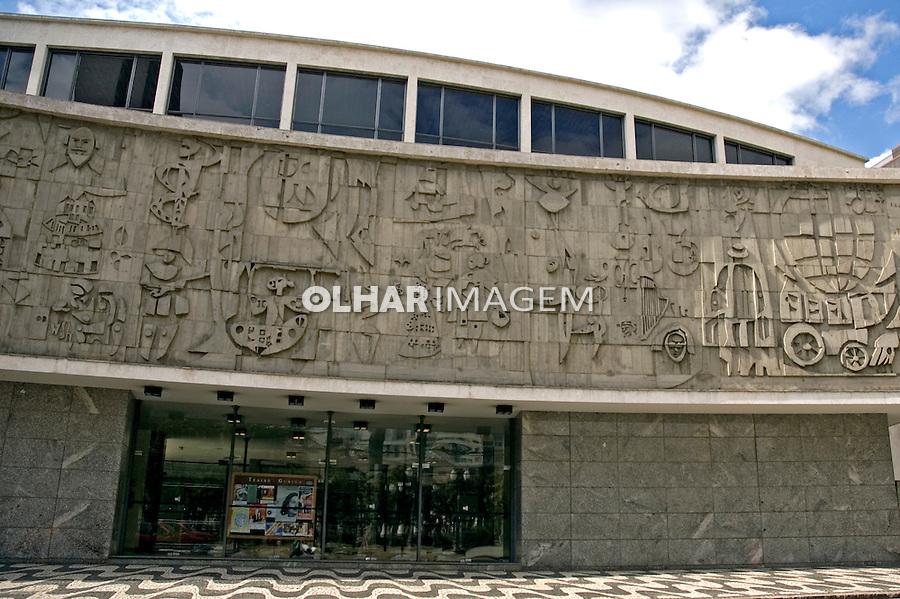 Fachada do Teatro Guaíra. Curitiba. Paraná. 2007. Foto de Cris Berger.