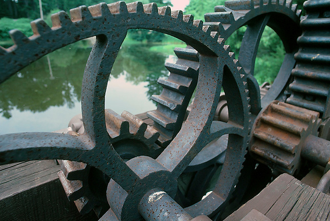 Large gears on canal gate
