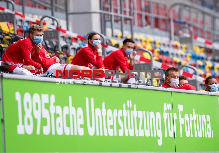 nph00351: Fussball, 1. Bundesliga, Saison 19/20, 26. Spieltag, Fortuna Düsseldorf - FC Paderborn 07, 16.05.2020:<br /> Düsseldorfer Ersatzspieler mit Sicherheitsabstand <br /> Torwart Michael Rensing (F95)<br />  <br /> <br /> Nur für journalistische Zwecke! Only for editorial use!<br /> <br /> Gemäß den Vorgaben der DFL Deutsche Fußball Liga ist es untersagt, in dem Stadion und/oder vom Spiel angefertigte Fotoaufnahmen in Form von Sequenzbildern und/oder videoähnlichen Fotostrecken zu verwerten bzw. verwerten zu lassen. DFL regulations prohibit any use of photographs as image sequences and/or quasi-video. <br /> <br /> Foto: Moritz Müller/Pool / via Meuter/nordphoto