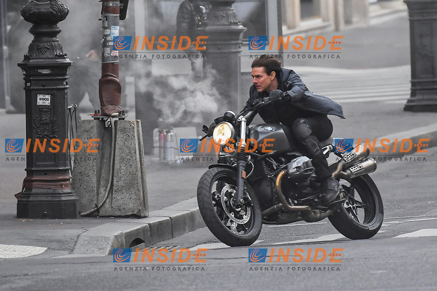 Tom Cruise filming a new scene of &quot;Mission Impossible 6&quot; with a motorbike on l&Otilde;Opera in Paris  <br /> Tom Cruise in moto durante le riprese di Mission Impossible 6 <br /> Parigi 30-04-2016 L'Opera <br /> Foto Lionel Urman / Panoramic / Insidefoto