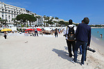 Cannes Film Festival 2018 - 71st edition - Day 3 - May 10 in Cannes, on May 10, 2018; Screening of PLAIRE, AIMER et COURIR VITE; Photographers waiting on the beach in front of hotels © Pierre Teyssot / Maxppp