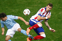 Atletico de Madrid´s Mandzukic (R) and Malmo´s Ricardinho during Champions League soccer match between Atletico de Madrid and Malmo at Vicente Calderon stadium in Madrid, Spain. October 22, 2014. (ALTERPHOTOS/Victor Blanco)