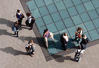 Mensen praten op straat