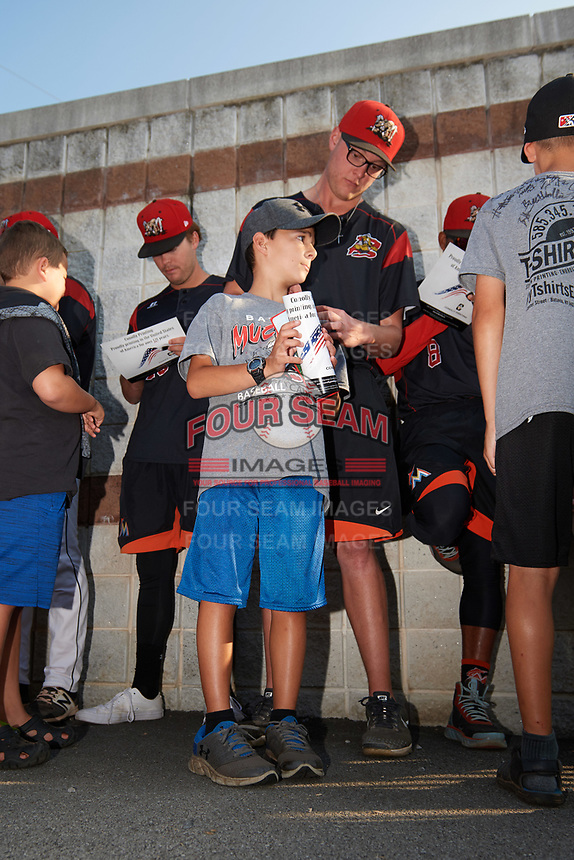 Batavia Muckdogs Remey Reed (32) signs autographs before a game against the Mahoning Valley Scrappers on August 30, 2017 at Dwyer Stadium in Batavia, New York.  Batavia defeated Mahoning Valley 5-1.  (Mike Janes/Four Seam Images)