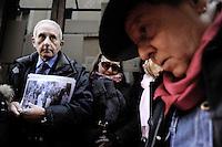 Roma 9 Gennaio 2012..Rione Monti, Via Madonna dei Monti.Memorie d'Inciampo a Roma..L'abitazione della famiglia di Giulia Spizzichino, 20 pietre posate..Sampietrini rivestiti d'una placca d'ottone lucente incastonati a terra di fronte ai portoni di deportati e vittime del nazismo. L'idea è dell'artista tedesco Gunther Demnig nell'ambito del progetto «Memorie d'Inciampo a Roma» che prevede in vari Municipi il posizionamento di pietre , ciascuna dedicata ad un deportato per ragioni razziali, politiche e militari, di fronte alle loro abitazioni..Alcuni studenti hanno partecipato all'evento insieme ai famigliari delle vittime.Covered cobblestones of a shiny brass plaque embedded in the ground in front of the gates of deportees and victims of Nazism. The artist Gunther Demnig provides in various municipalities placement of stones, each dedicated to a deported for racial, political and military, in front of their houses.
