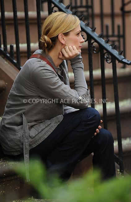 WWW.ACEPIXS.COM . . . . .  ....August 3 2009, New York City....Actress Julia Roberts on the Lower East Side set of the new movie 'East Pray Love' on August 3 2009 in New York City....Please byline: KRISTIN CALLAHAN - ACEPIXS.COM.... *** ***..Ace Pictures, Inc:  ..tel: (212) 243 8787..e-mail: info@acepixs.com..web: http://www.acepixs.com
