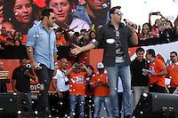 SAO PAULO, SP, 01.05.2015 - DIA - TRABALHO -  João Bosco e Vinícius durante apresentação em evento promovido pela Força Sindical para celebrar o Dia do Trabalho na Praça Campo de Bagatelle, em Santana, região norte de São Paulo, nesta sexta-feira, 01. (Foto: Fernando Neves/ Brazil Photo Press).