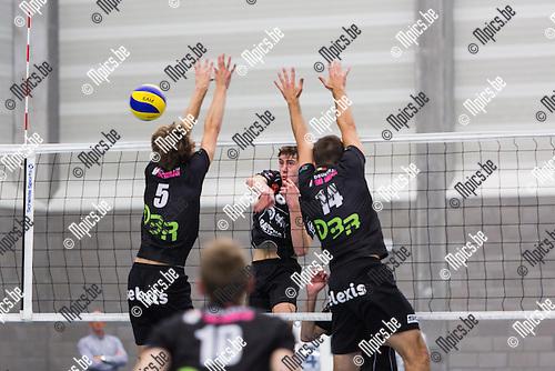 2014-09-20 / Volleybal / Seizoen 2014-2015 / BVMV Vosselaar-Nijvel / T Lemmens en M Verbiest (Vooselaar) met het block op een smash van G Van Roy (Nijvel)<br /> <br /> Foto: Mpics.be