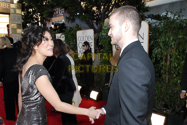 """SANDRA OH & JUSTIN TIMBERLAKE.Red Carpet Arrivals - 64th Annual Golden Globe Awards, Beverly Hills HIlton, Beverly Hills, California, USA..January 15th 2007.globes half length black suit jacket profile shaking hands.CAP/AW.Please use accompanying story.Supplied by Capital Pictures.© HFPA"""" and """"64th Golden Globe Awards"""""""