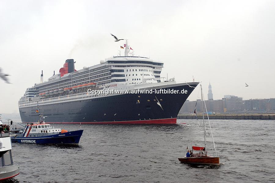 Deutschland, Hamburg,  Queen Mary 2, Kreuzfahrtschiff, Grassbrook, Elbe, Michel