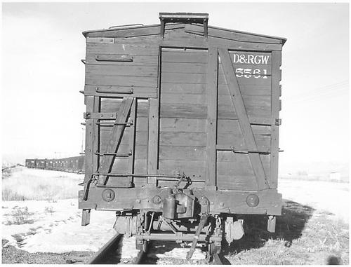 End of stock car #5561 at Hartner.<br /> D&amp;RGW  Hartner, CO  Taken by Richardson, Robert W. - 12/31/1952