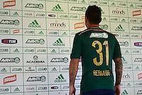 SÃO PAULO. SP 13.05.2014. APRESENTAÇÃO BERNARDO - Bernardo  novo reforço do Palmeiras é apresentado na Academia de Futebol região oeste nesta terça-feira 13.  ( Foto : Bruno Ulivieri / Brazil Photo Press )