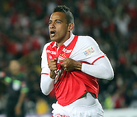 BOGOTA - COLOMBIA - 16 -04-2013: Wilder Medina   de Santa Fe  de Colombia celebra el gol contra  Real Garcilaso del Perú , durante partido en el estadio Nemesio Camacho El CampÌn de la ciudad de Bogotá, partido por el grupo  6 de la Copa Bridgestone Libertadores 2013, abril 16 de 2013.  (Foto: VizzorImage / Felipe Caicedo / Staff) . BOGOTA - COLOMBIA - 04/15/2013: Wilder Medina  of Santa Fe of Colombia, celebrates a goal scored during game at the stadium Nemesio Camacho El Campin in Bogota, party for group 6 Bridgestone Libertadores Cup 2013, April 16, 2013. .Photo / VizzorImage / Felipe Caicedo / Staff
