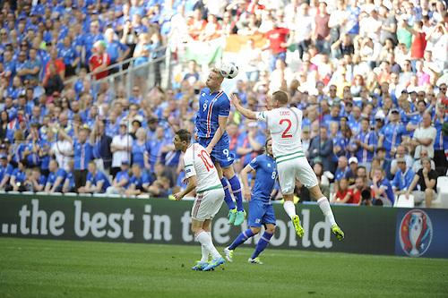 18.06.2016, Stade Velodrome, Marseille, FRA, UEFA European football Championships Group F. Iceland versus Hungary. Sigthorsson (ice) wins th eheader