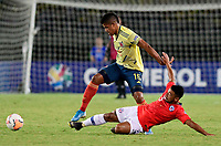 PEREIRA - COLOMBIA, 30-01-2020: Jaime Alvarado de Colombia disputa el balón con Adrian Cuadra de Chile durante partido entre Colombia U-23 y Chile U-23 por la fecha 5, grupo A, del CONMEBOL Preolímpico Colombia 2020 jugado en el estadio Hernán Ramírez Villegas de Pereira, Colombia. /  Jaime Alvarado of Colombia fights the ball with Adrian Cuadra of Chile during the match between Colombia U-23 and Chile U-23 for the date 5, group A, for the CONMEBOL Pre-Olympic Tournament Colombia 2020 played at Hernan Ramirez Villegas stadium in Pereira, Colombia. Photo: VizzorImage / Cristian Alvarez / Cont