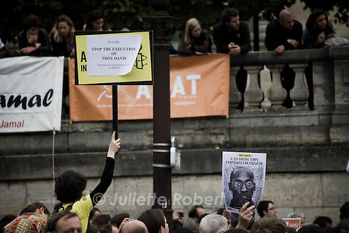 Gathering in Paris, place de la Concorde on Sept. 21st 2011 against the execution of Troy Davis and the death penalty.