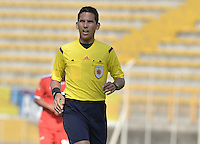 BOGOTÁ -COLOMBIA-13-02-2016. Jorge Duarte, árbitro, durante encuentro entre Fortaleza FC y Deportes Tolima por la fecha 3 de Liga Águila I 2016 jugado en el estadio Metropolitano de Techo en Bogotá./ Jorge Duarte, referee, during the match between Fortaleza FC and Deportes Tolima for the date 3 of the Aguila League I 2016 played at Metropolitano de Techo stadium in Bogota. Photo: VizzorImage / Gabriel Aponte / Staff