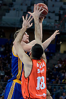 Valencia Basket's Pierre Oriola and Herbalife Gran Canaria's Sasu Salin during Quarter Finals match of 2017 King's Cup at Fernando Buesa Arena in Vitoria, Spain. February 17, 2017. (ALTERPHOTOS/BorjaB.Hojas) /Nortephoto.com