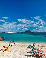 Spanien, Kanarische Inseln, Fuerteventura, Playa de Corralejo: Duenen und Strand, Insel Isla de Lobos   Spain, Canary Island, Fuerteventura, Playa de Corralejo: dunes and beach, island Isla de Lobos