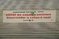SAO PAULO, 05 DE JUNHO DE 2013 - GREVE SAUDE - Faixa de protesto é vista na plenária da Assemblía Legislativa. Funcionários públicos da Saúde em greve protestam na Assembléia Legislativa, região sul da capital, na manhã desta quarta feira, 05. (FOTO: ALEXANDRE MOREIRA / BRAZIL PHOTO PRESS)