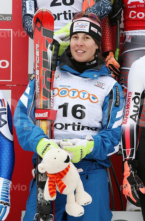 Ski Alpin; Saison 2006/2007  Damen Abfahrt Dominique Gisin (SUI) belegt Platz 8. mit Eisbaer Maskottchen bei der Siegerehrung