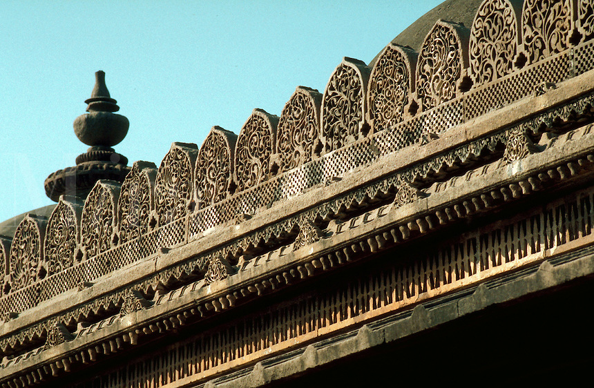 Deatil of the exterior of the ornately carved Rani Sipri (Sabrai) mosque. Ahmedabad, India.